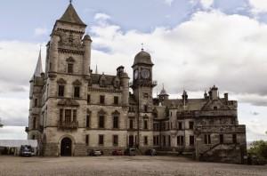 zamek z parkiem