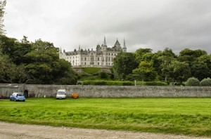 zamek z parkiem od strony morza