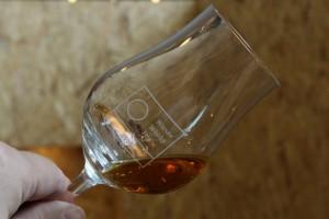W festiwalowym kieliszku trudno dostępna, przepyszna whisky z serii artist.