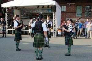Whisky Herbst - tradycyjne szkockie stroje i muzyka.