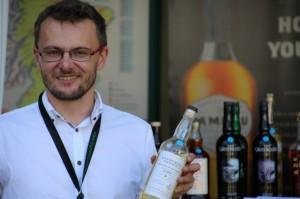 Grzegorz z Whisky Talisker 6 yo od Hepburn Choice. Choice na tyle słaby, że poszła w trawę.