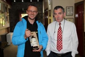 Grzegorz Nowicki z Managerem Ben Nevis John A. Carmichael. W rękach oczywiście powyższy Ben Nevis