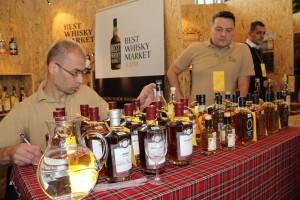 Stoisko bestwhiskymarket ... ponownie bo i wybór duży. Na pierwszym planie Malts of Scotland.