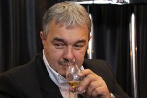 Mirosław Pawlina, szef sklepów i hurtowni wina MP. Może połączycie Panowie siły? Tydzień wcześniej na salonie win był m. in. Kilchoman, Glendronach, Benriach, Springbank czy Nikka.
