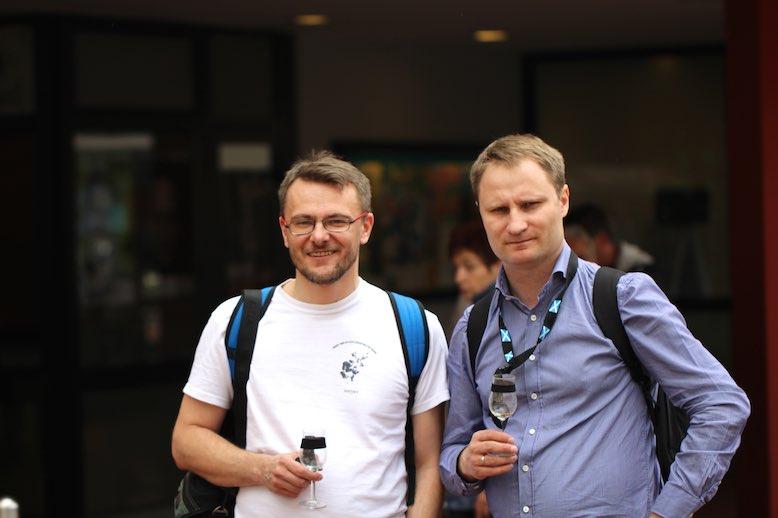 Daniel i Grzegorz, redaktorzy whiskymywife przed wejściem do Stadhalle w Limburgu. Wieloletniej siedziby festiwalu.