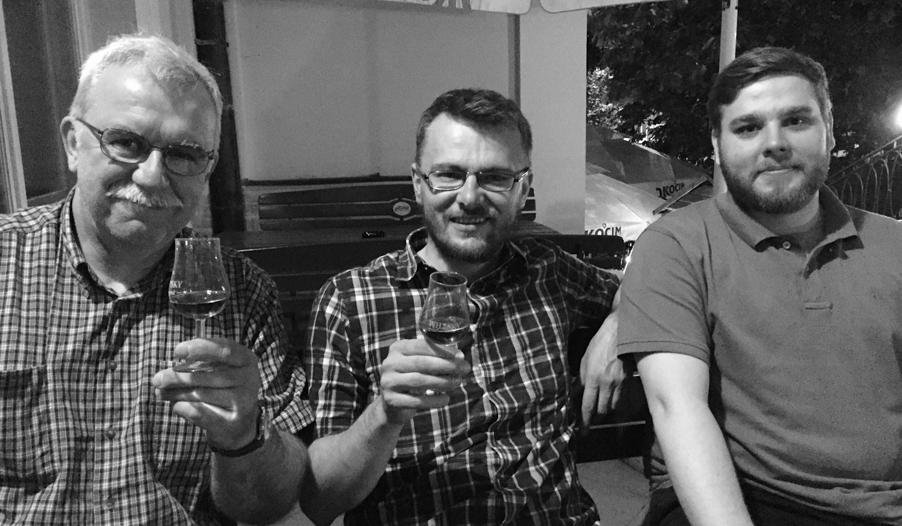 Zespół degustacyjny od lewej: Piotr, Grzegorz, Mariusz i .. ja robiłem zdjęcie ;) - Daniel.