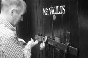David Turner otwiera nam drzwi do raju czyli najsłynniejszego magazynu w Szkocji. Bowmore i Vaults No 1